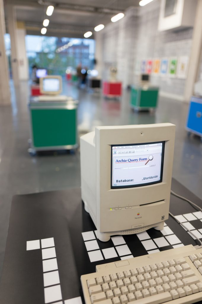 Macintosh color - 64 Bits - An Exhibition of the webs lost past