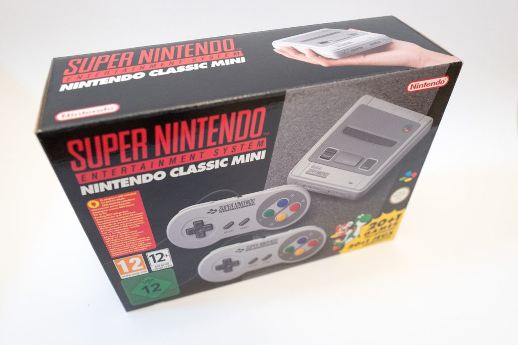 Super Nintendo Entertainment system classic mini - SNES mini