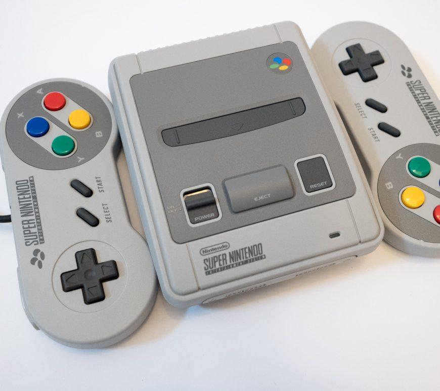 Super Nintendo Entertainment system classic mini - SNES mini
